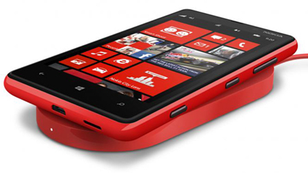 __700-nokia-wireless-charging-plate-dt-900-with-nokia-lumia-820.jpg